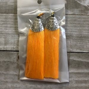 🖤3 for 15🖤 mustard and silver tassel earrings